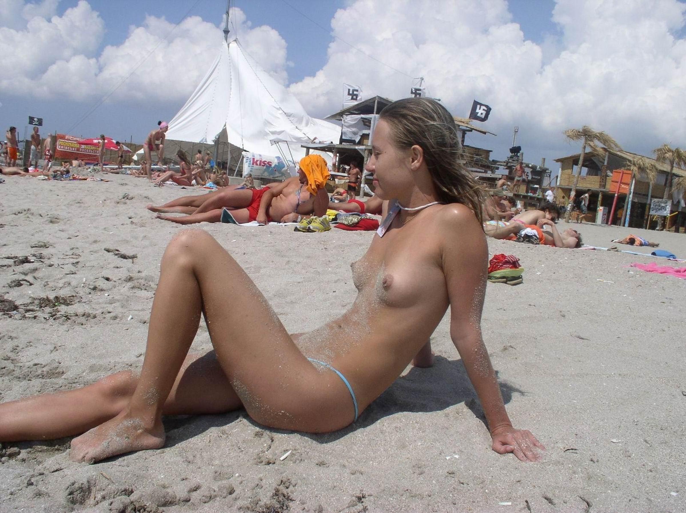 Фото голые девушек на нудистком пляже, Большая подборка голых и трахающихся нудистов 14 фотография