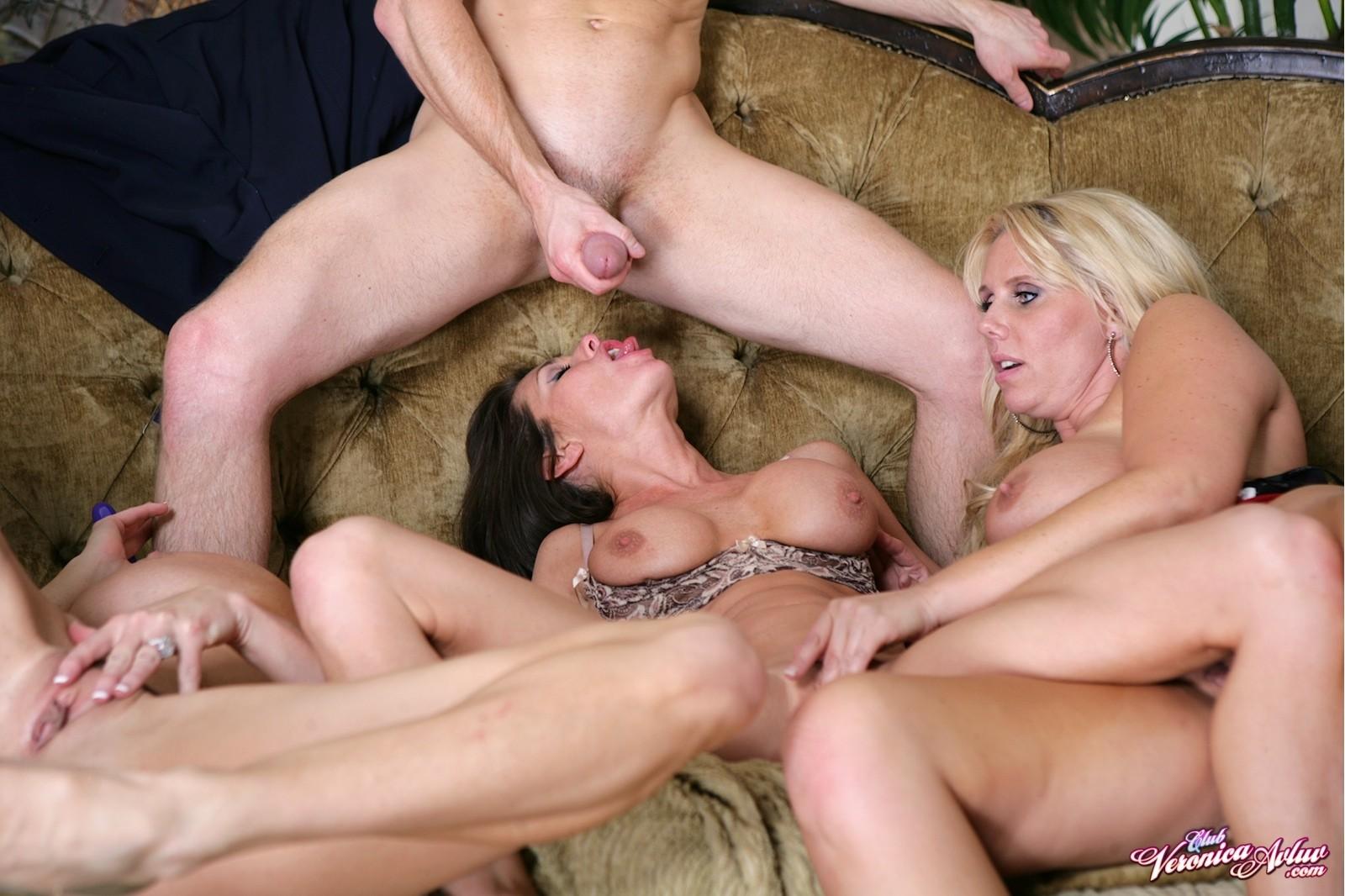 Сочную мама в групповухе, Зрелые женщины в групповом порно, Оргии 14 фотография
