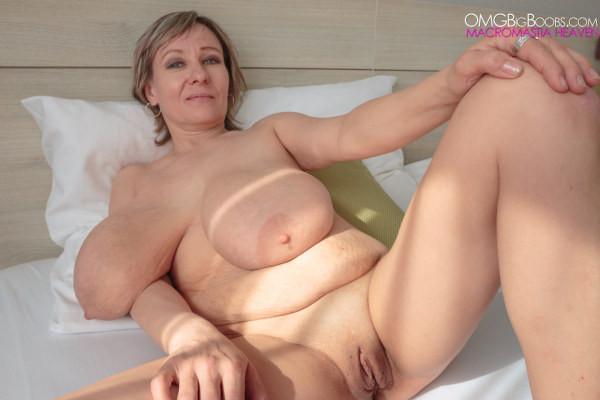 Big breasted women in nude