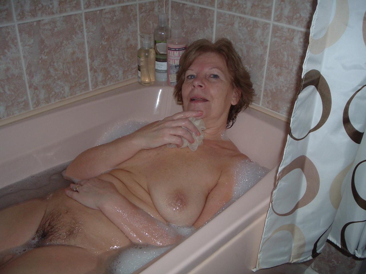 Посмотреть порно зрелые в ванной, Порно видео онлайн: В ваннойЗрелые 10 фотография