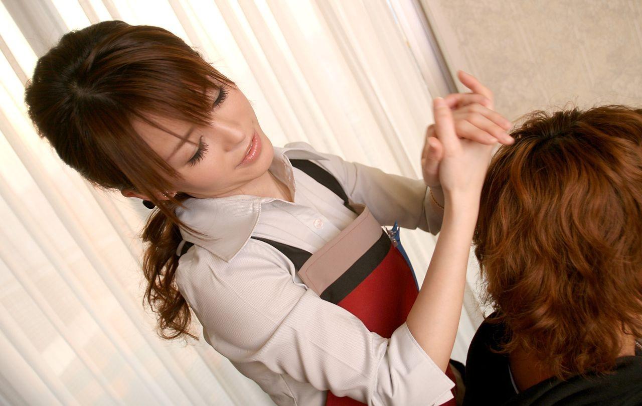 Азиатская парикмахерша