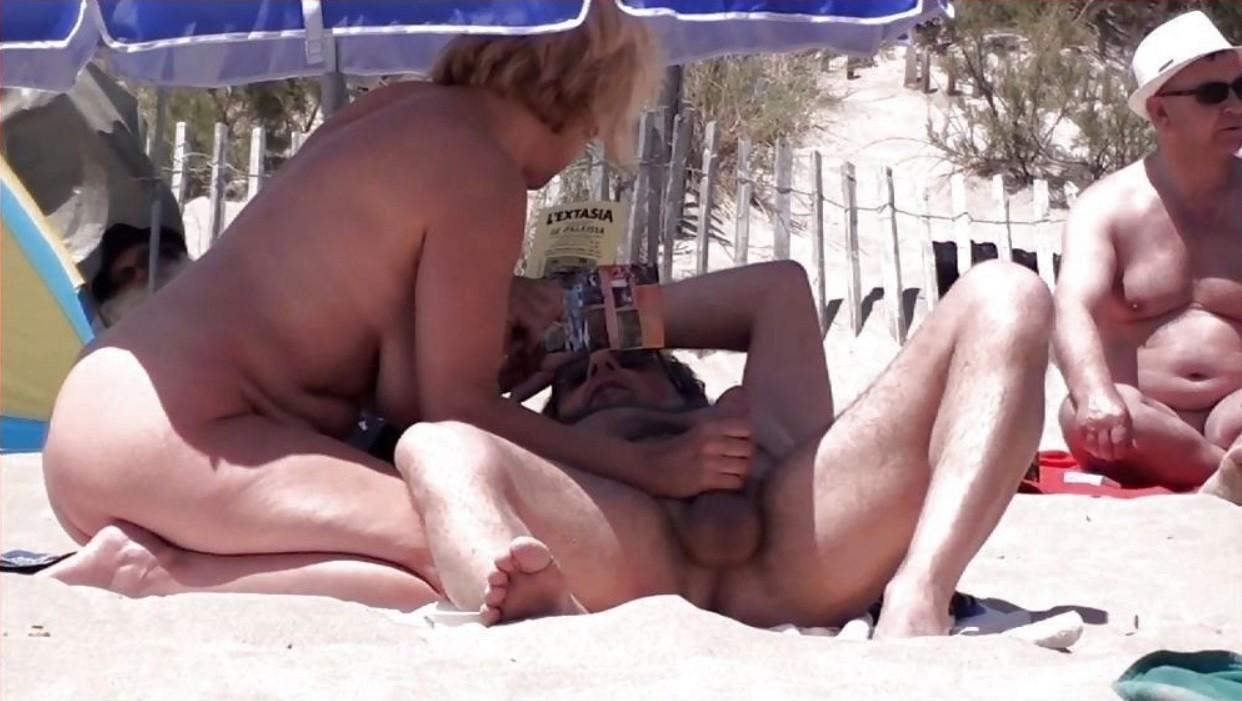 Смотреть нудистов, секс на пляже