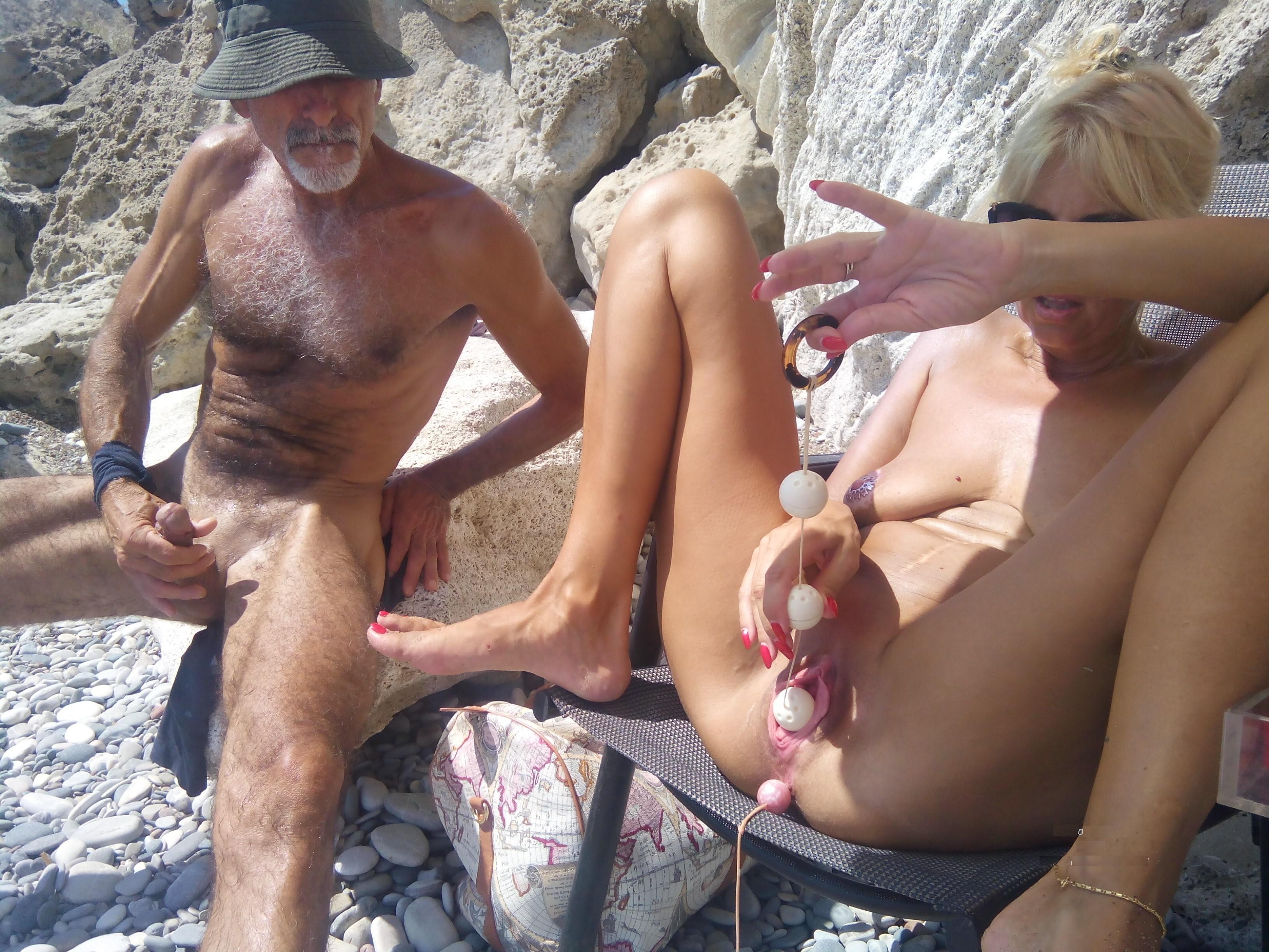 Секс при всех на пляже