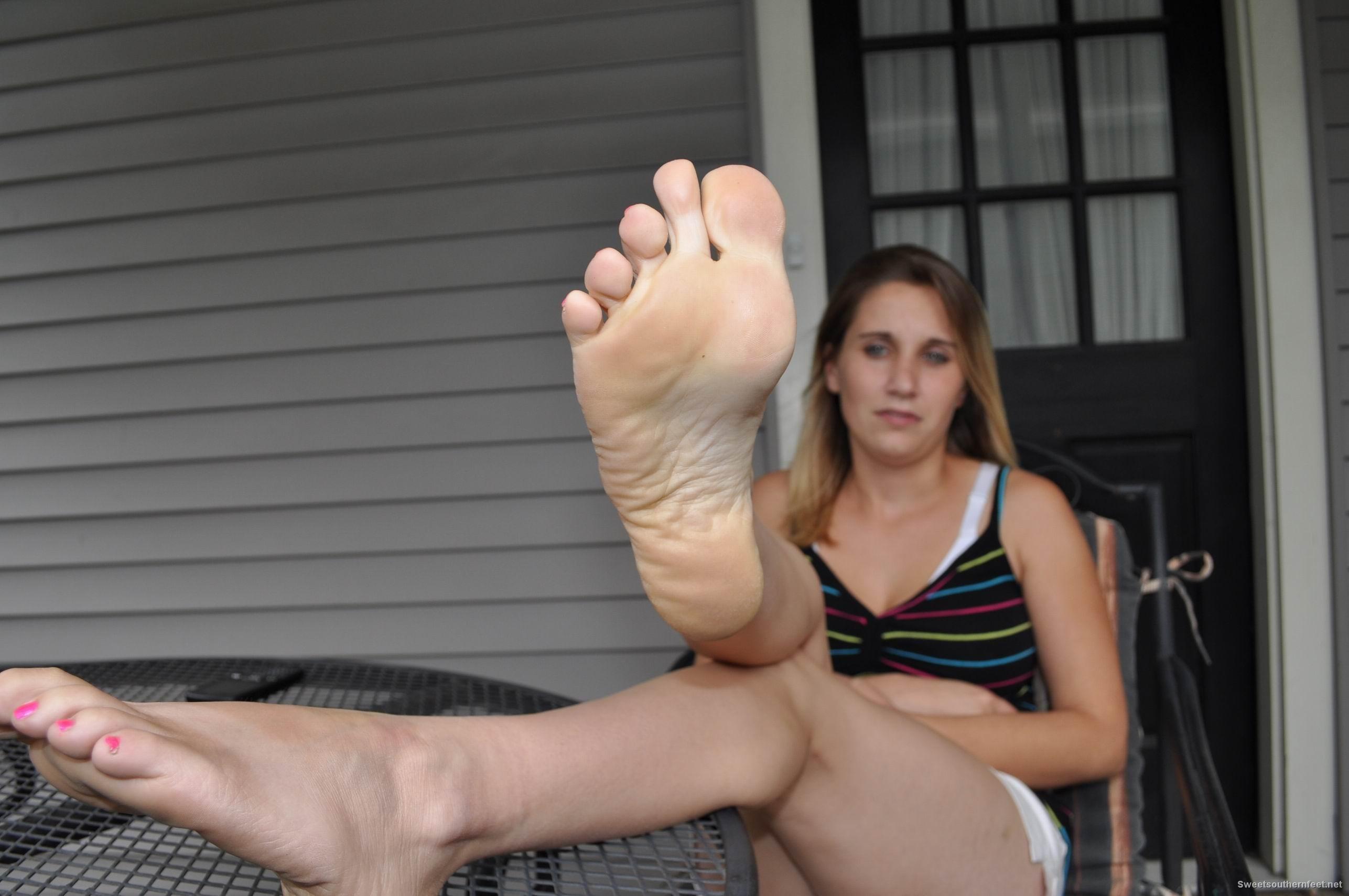 Сестра возбудила ножками брата футфетиш, Брат сестра фут фетиш - видео duration Sex Rolics HD 8 фотография
