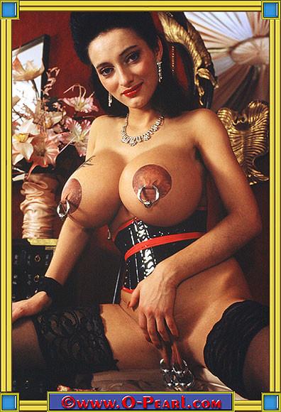 Пирсингованная грудь в порно