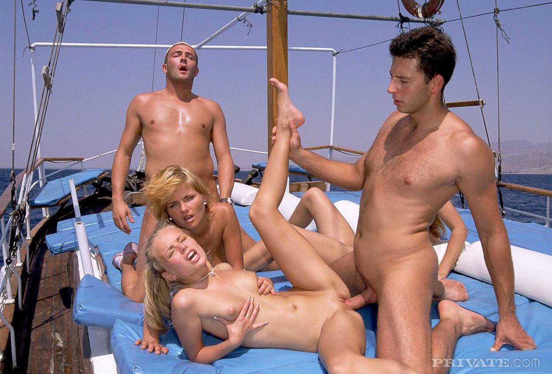 На яхте - Порно фото галерея 822342