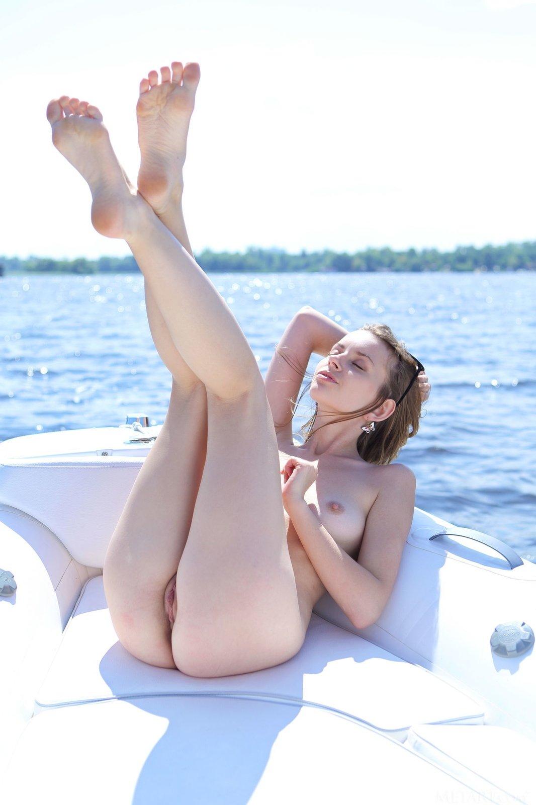 На яхте - Порно фото галерея 1038621