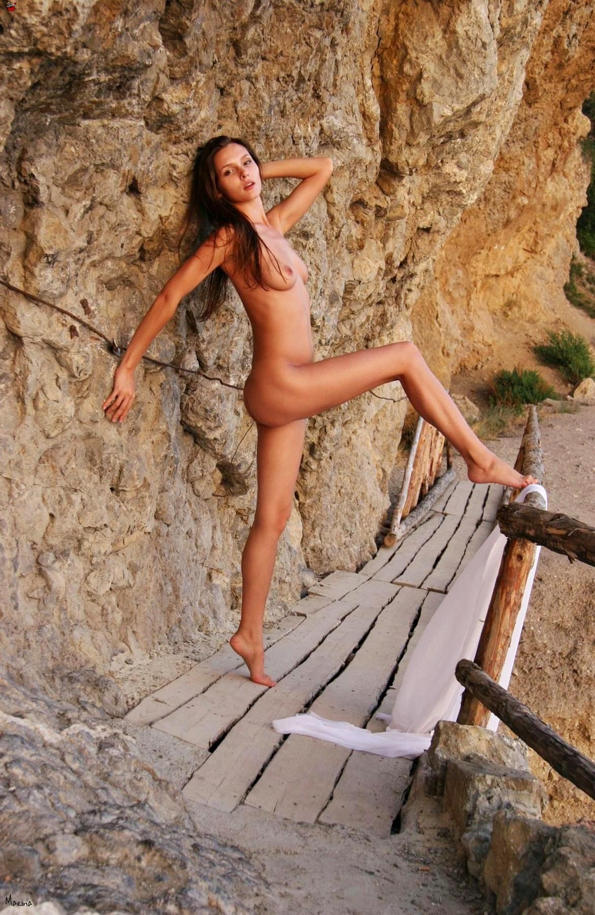 Марина у моря