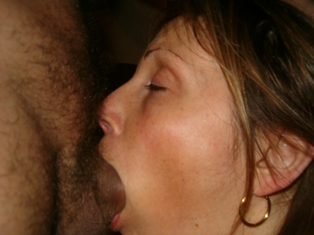Жена делает минет мужу и ебет сама себя большим дилдо