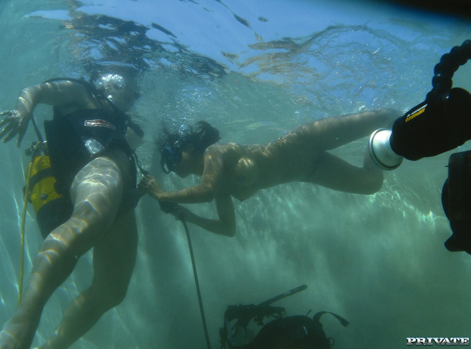Фото под водой миньет, Супер фото красивого секса в воде 12 фотография