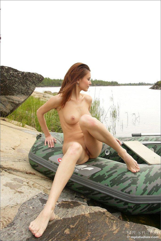 На яхте - Порно фото галерея 690488