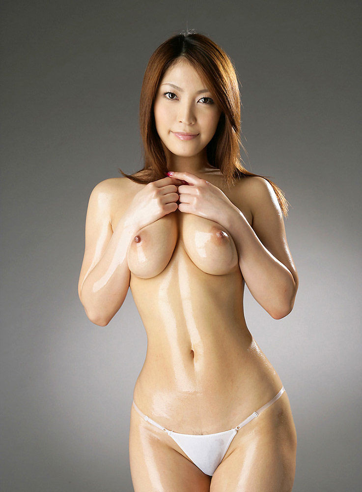 Высокая японка Кокоми Сокура