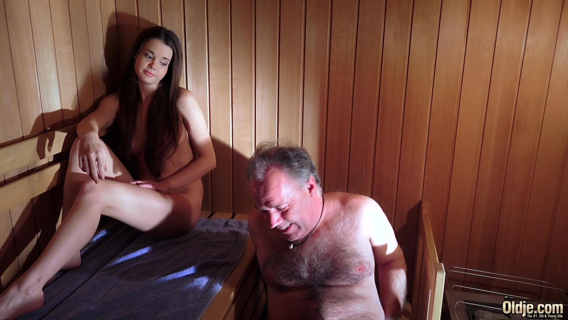 stariki-v-saune-porno