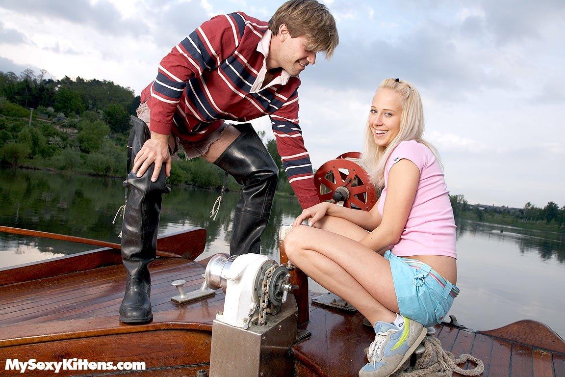 На яхте - Порно фото галерея 553573