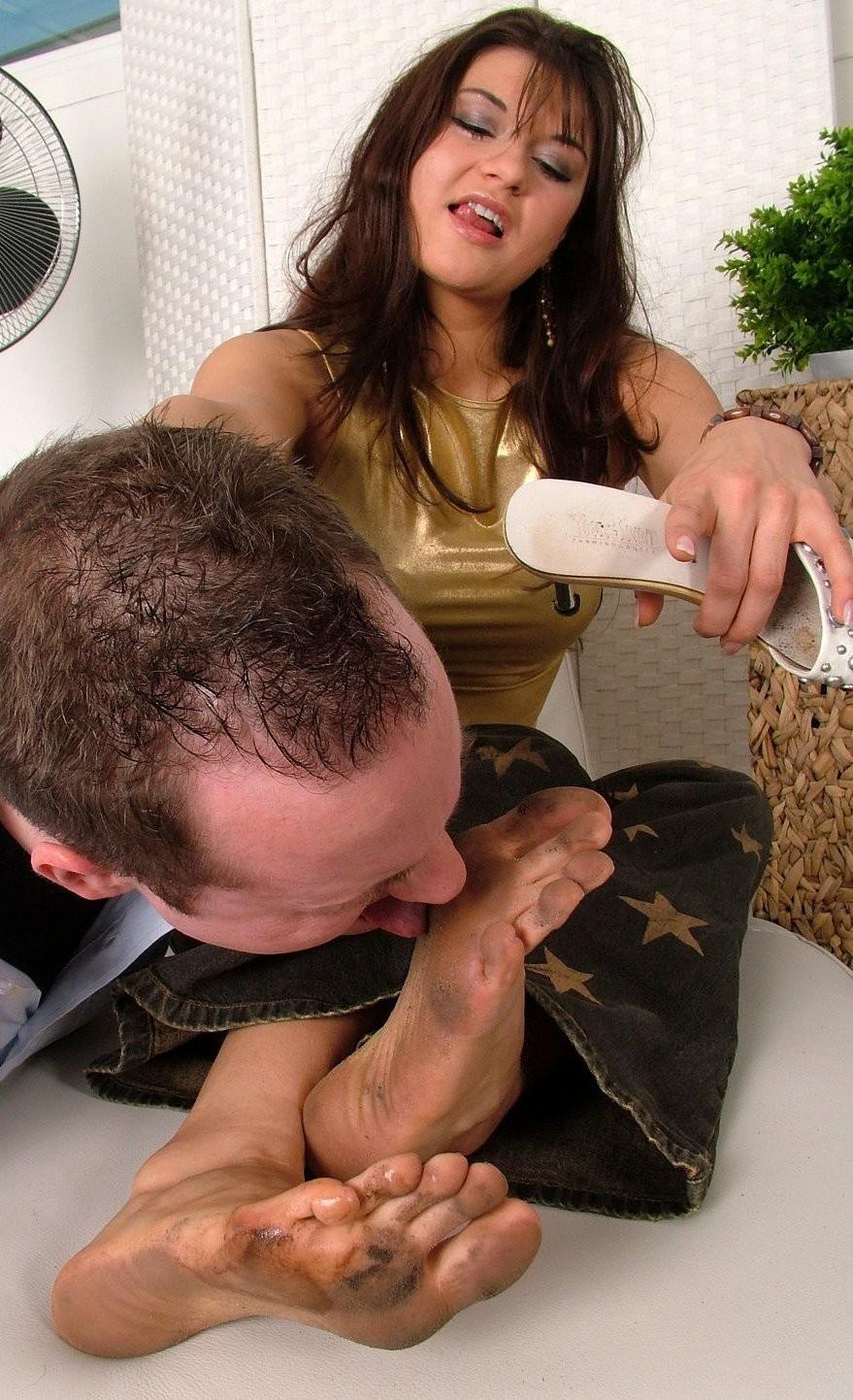 Телочка порно грязные ноги лижет женское