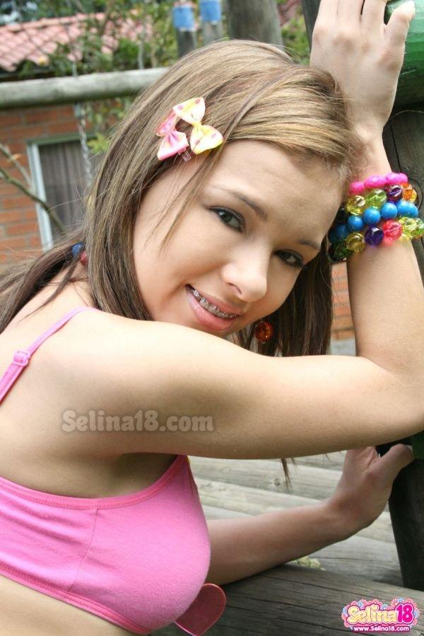 Сиськи молодой модели Селины