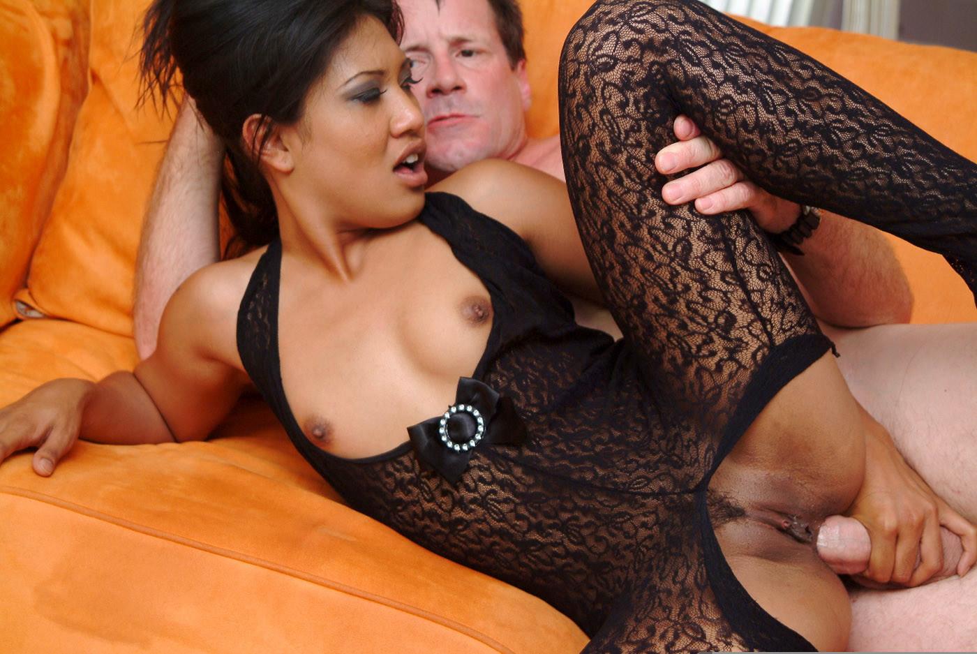 Лайла Леи дала в жопу