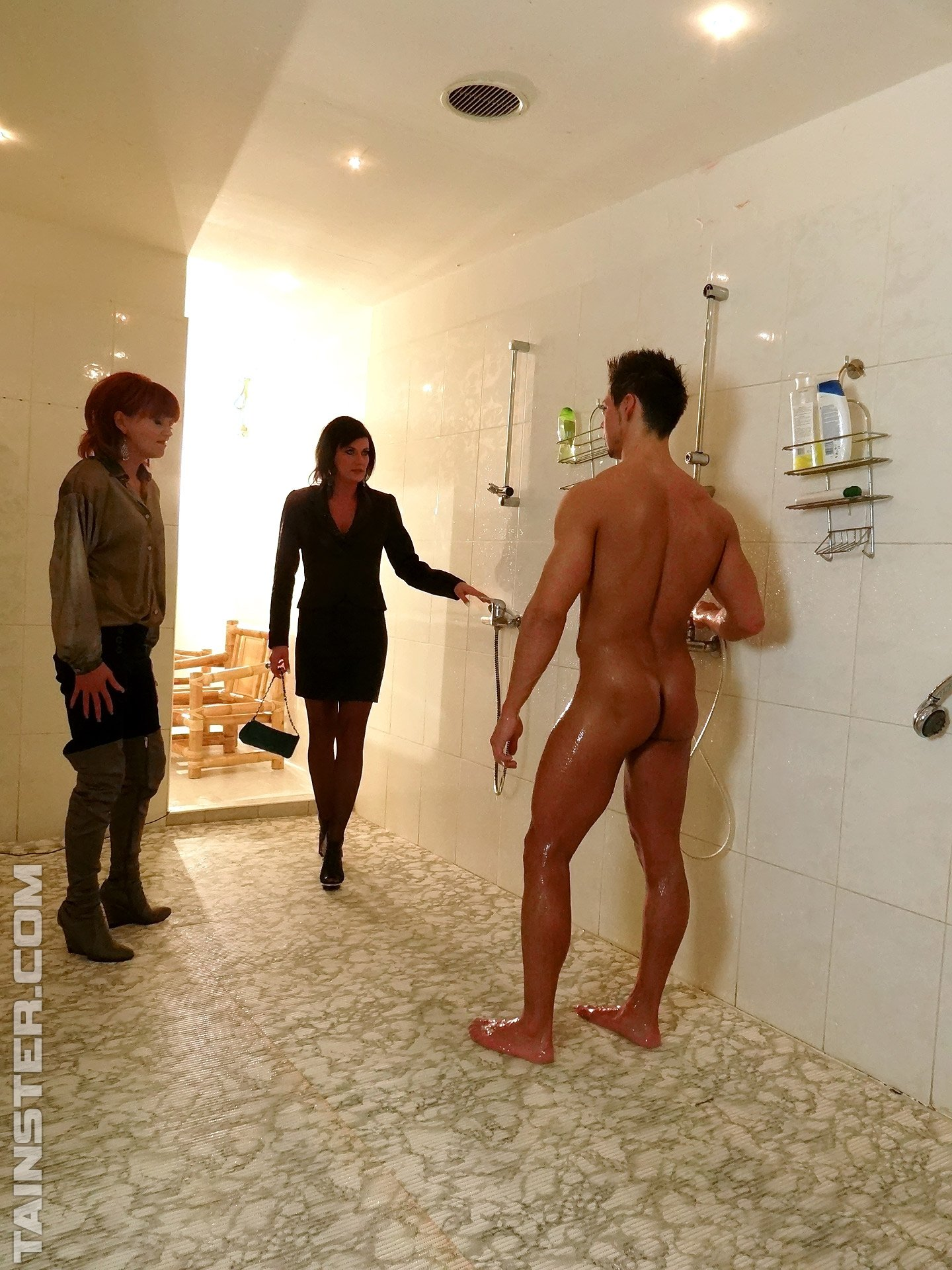Голые мужчины и женщины в одежде - Фото галерея 920685