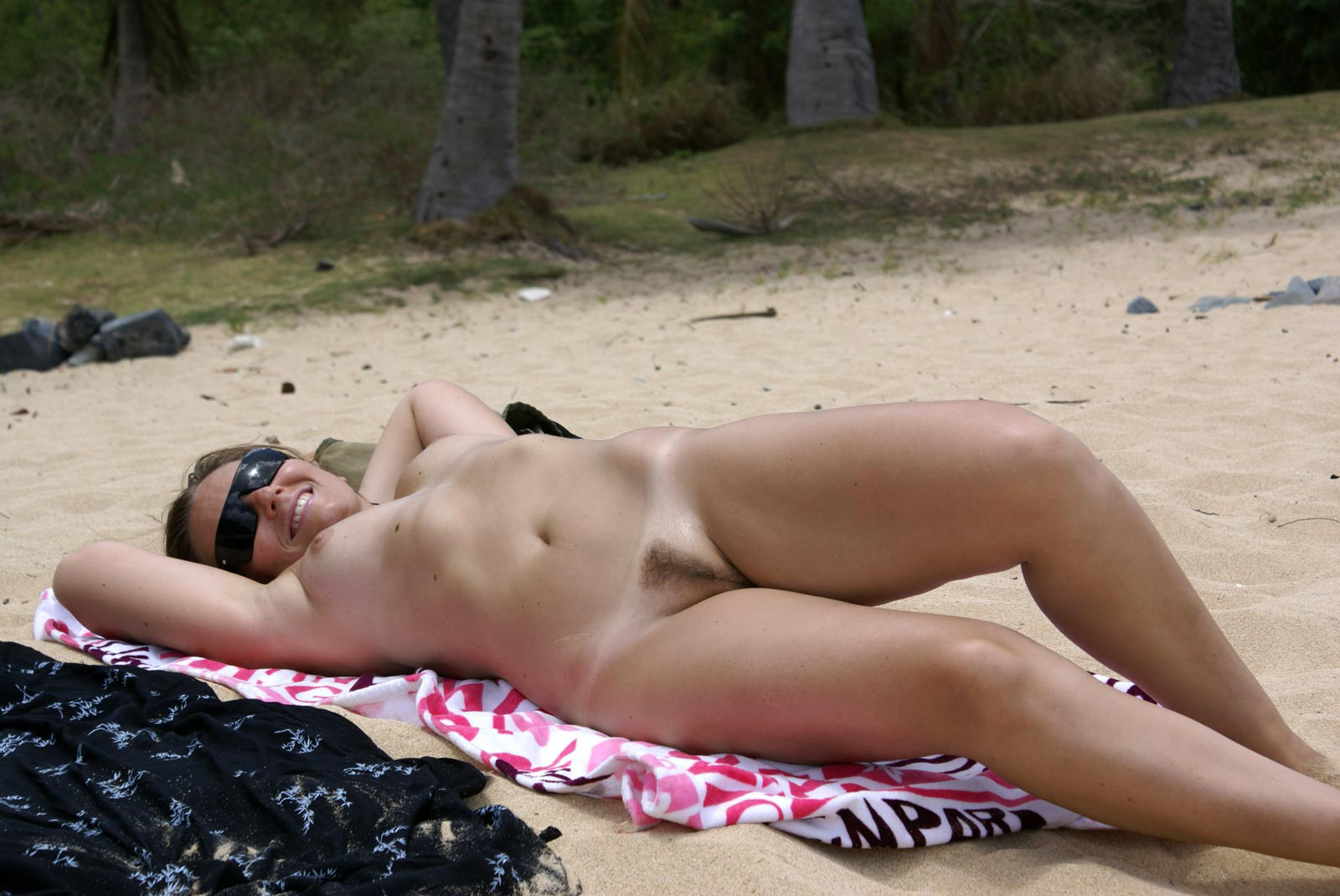 Частные фото женщин на пляже эротика, Голые зрелые женщины на пляже (41 фото) Зрелые 15 фотография