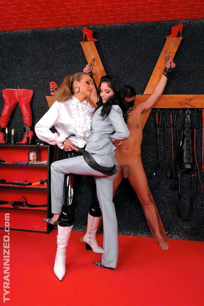 Голые мужчины и женщины в одежде - Порно фото галерея 711774