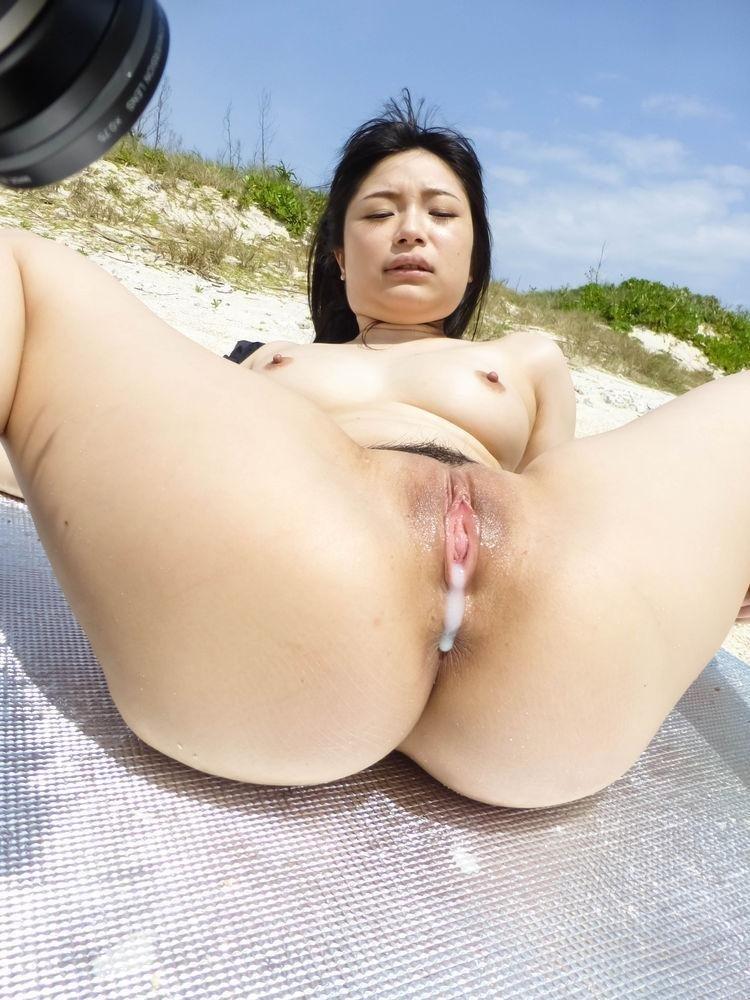 Отодрали на пляже азиатку