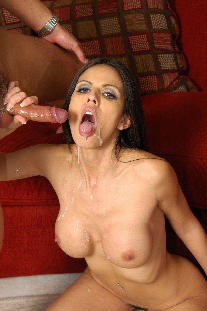 В презервативе - Порно фото галерея 903039