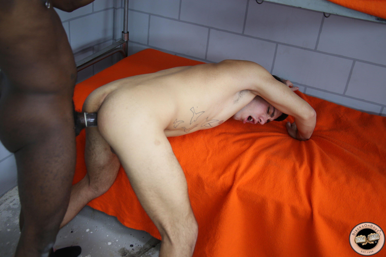 В презервативе - Порно фото галерея 1010096