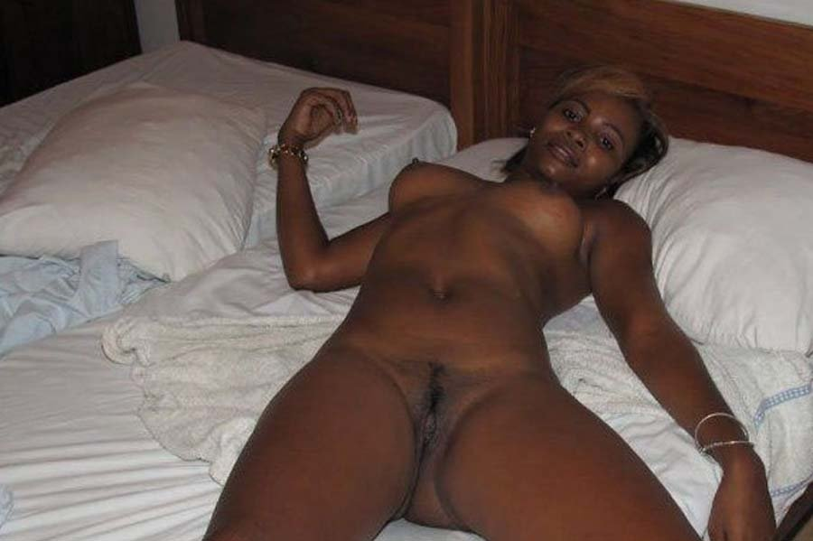 В презервативе - Порно фото галерея 1018102