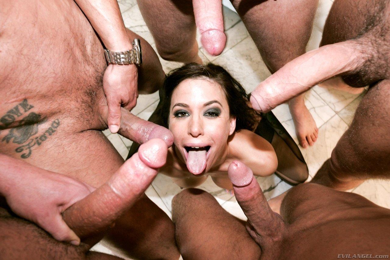 Смотреть порно проглатывает сперму у толпы, Глотает Сперму Толпы (найдено 51 порно видео роликов) 9 фотография