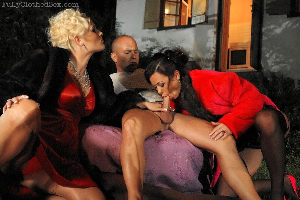 Секс в одежде - Порно фото галерея 721889