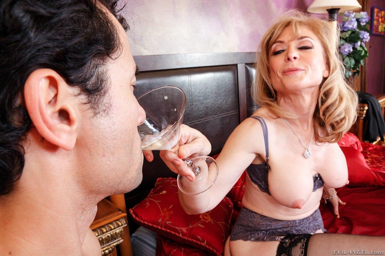 Сын выпил свою сперму у матери, мама глотает сперму: смотреть русское порно видео 11 фотография