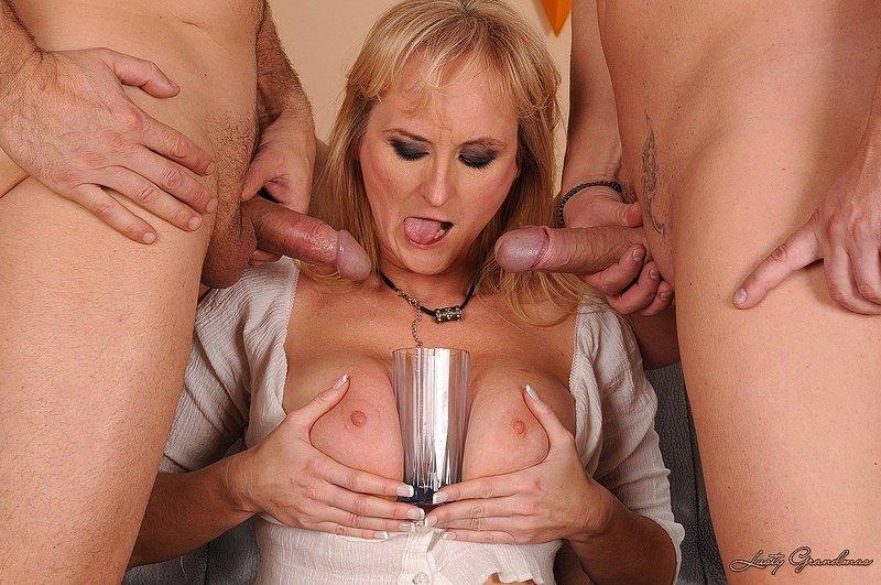 Едят и пьют сперму - Порно фото галерея 686271