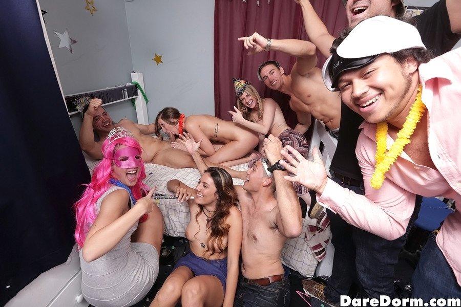 Промискуитет на вечеринке