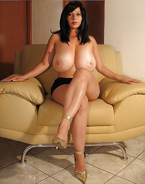 эро фото зрелых женщин с большой грудъю материала