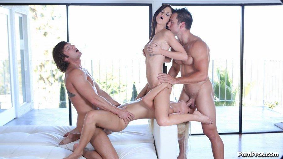 ЖМЖМ (две женщины и двое мужчин) - Порно фото галерея 920445