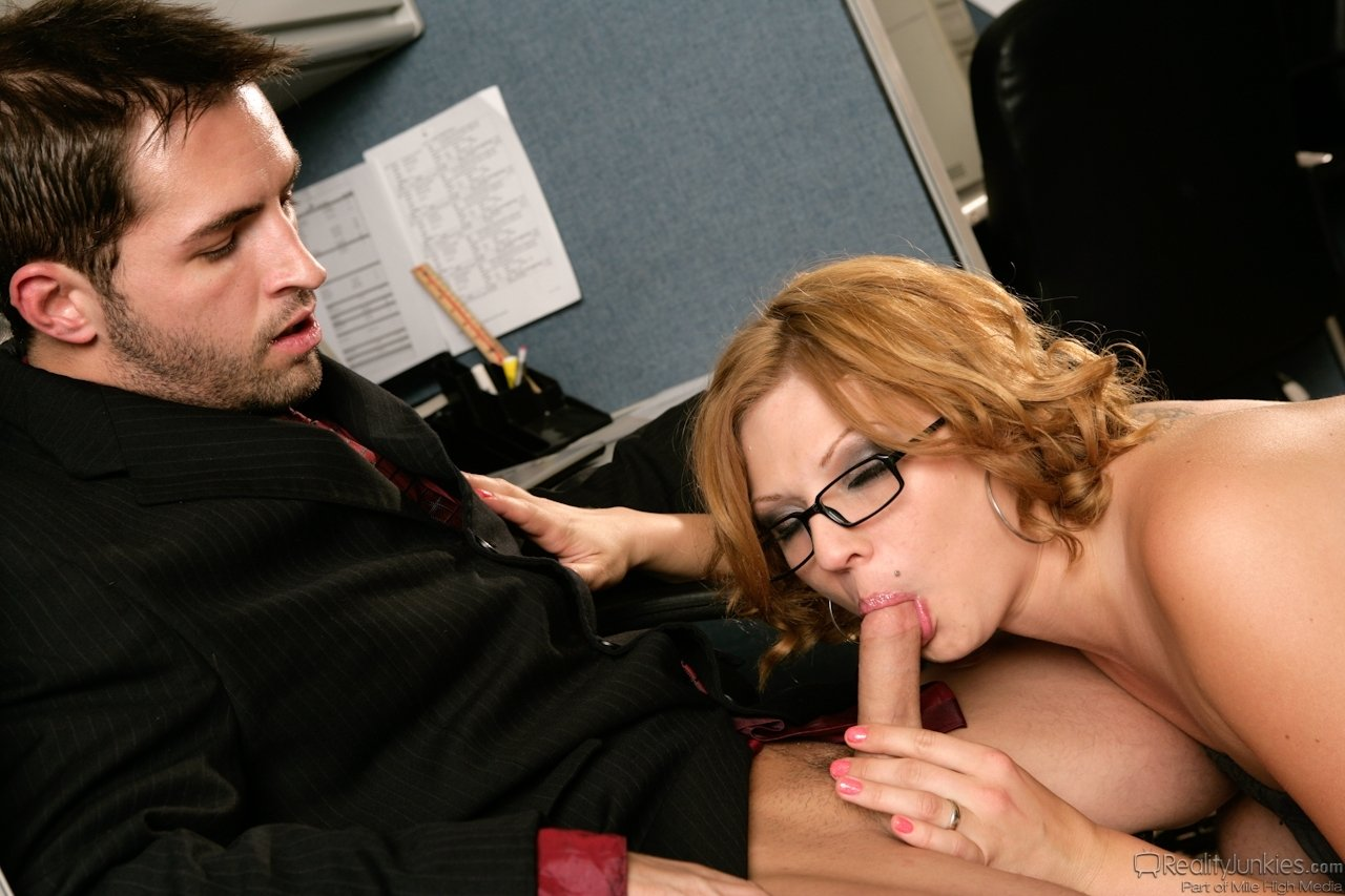 seks-v-ofise-minet