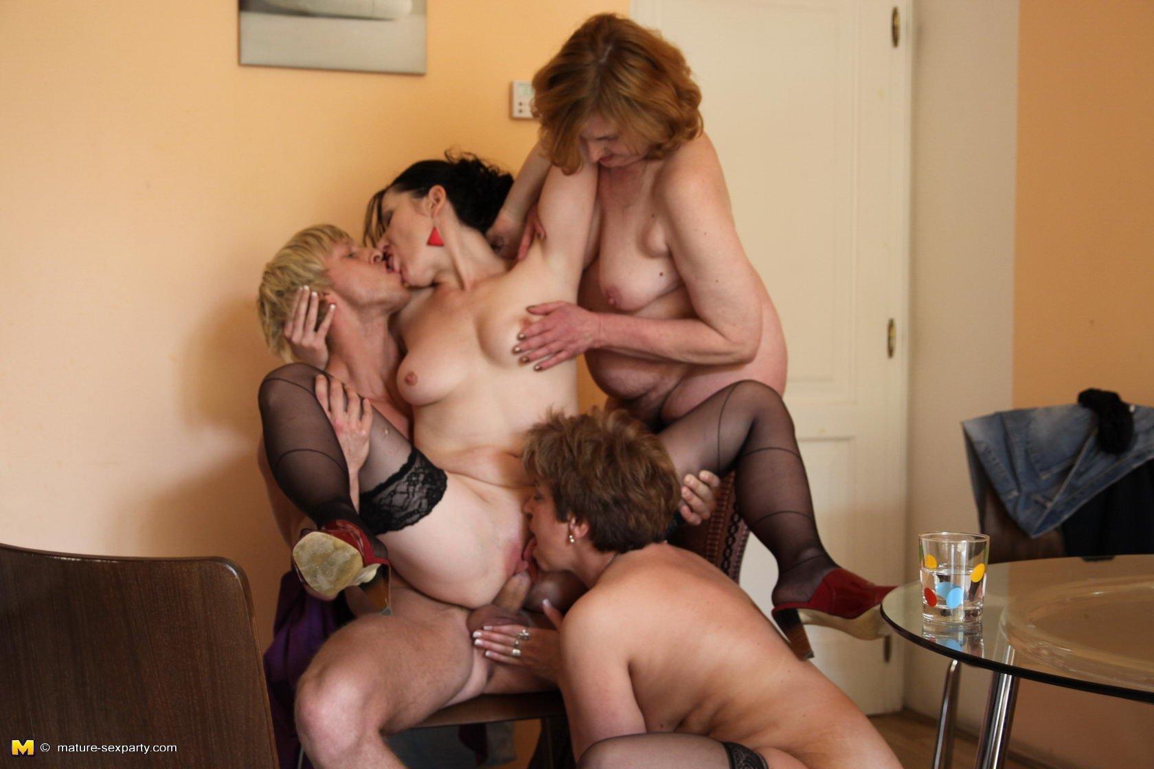 Русское порно с молодыми парнями и красивыми зрелыми женщинами, Зрелые женщины с молодыми парнями порно 13 фотография