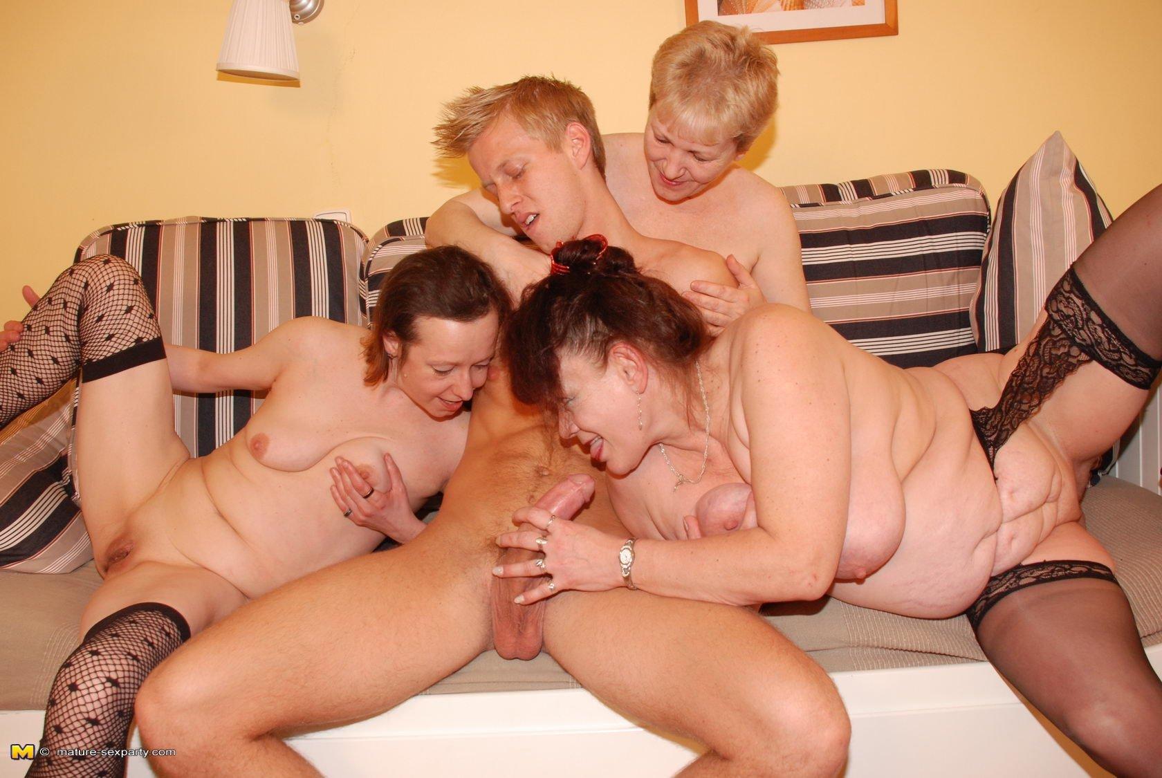 Секс фото маме, Мамочки в порно фото занимаются еблей 12 фотография
