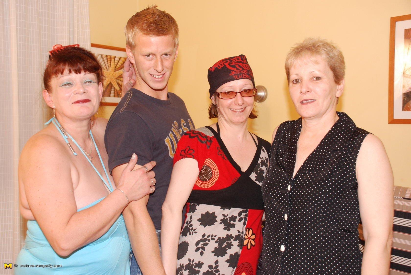 ЖЖЖМ (три женщины и мужчина) - Фото галерея 771911