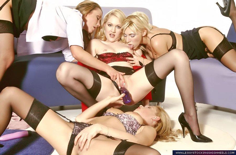 Вчетвером - Порно фото галерея 784928