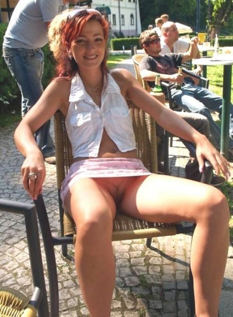 Подглядывания под юбки без трусиков видео, онанизм у мужчин