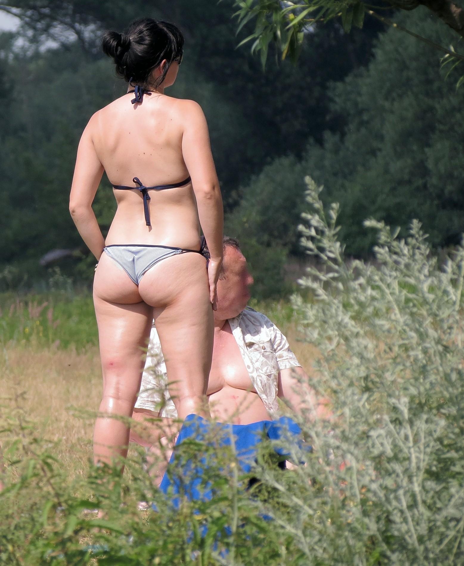 Задницы женщин в бикини - компиляция 25