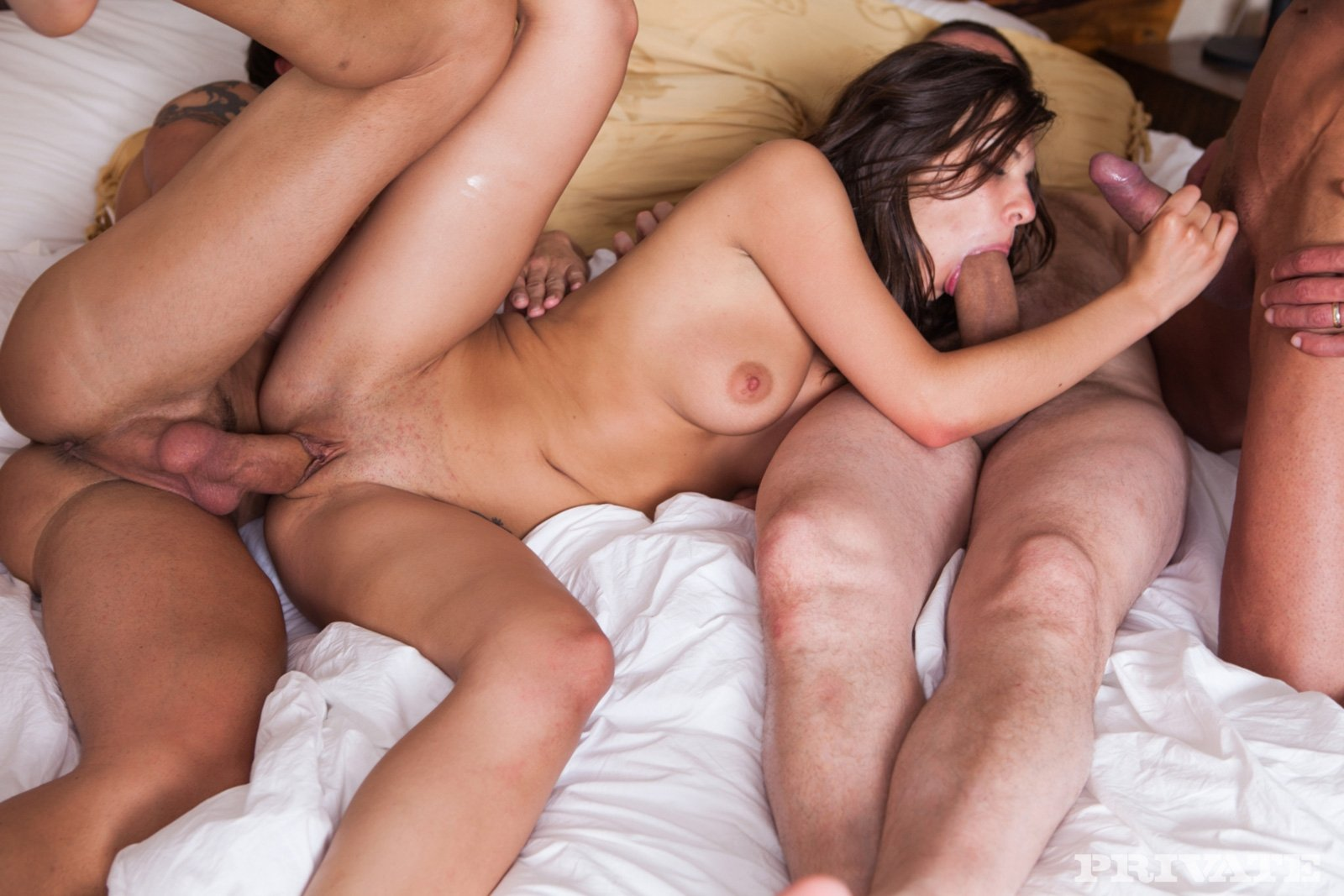 Секс в троем ебут жену, Трое парней ебут мою жену -видео. Смотреть Трое 12 фотография