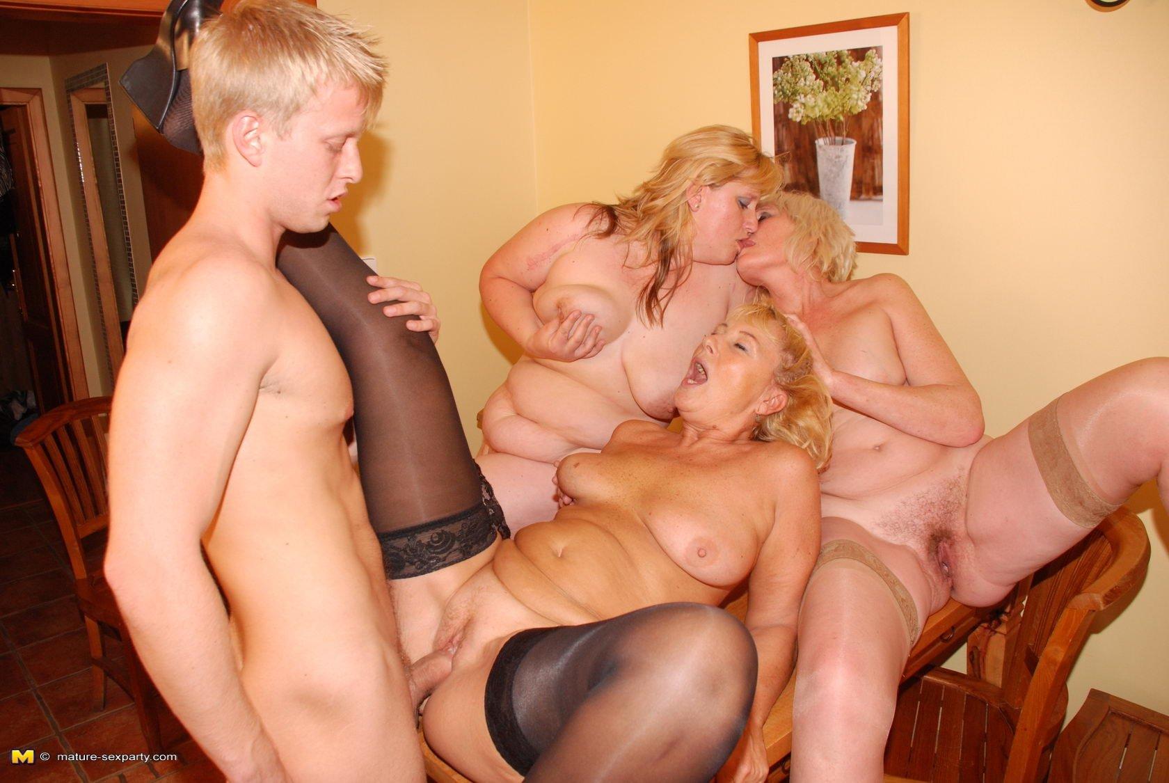 Секс со взрослыми тетями фото