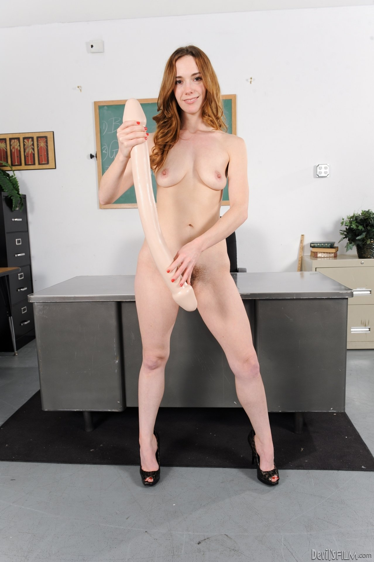 Большие секс игрушки - Порно фото галерея 927151