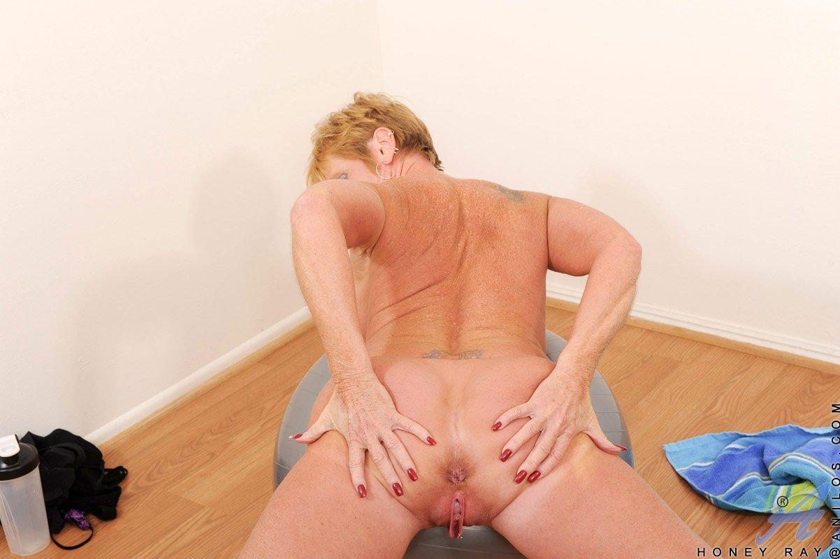 В спортзале - Порно фото галерея 762808