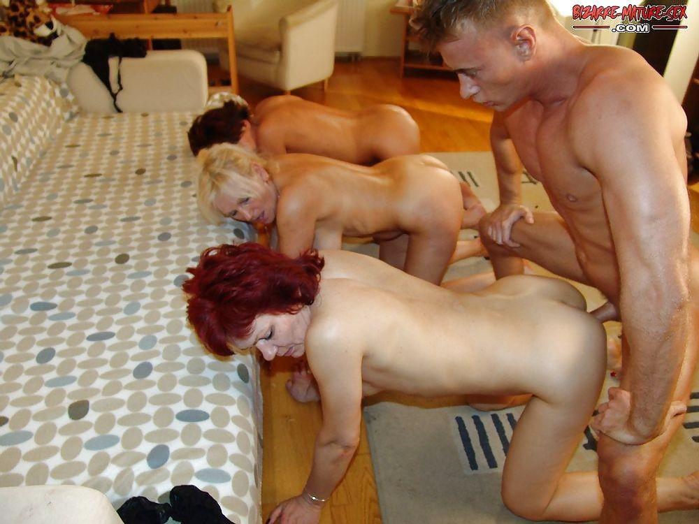 зрелые мамы трахаются с молодыми порно фото № 5384 бесплатно