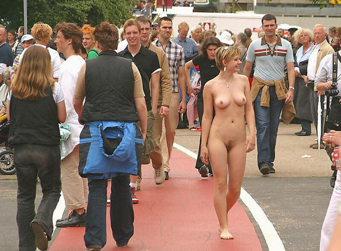 Ролики порно на публике, На публике Смотреть 84 порно видео роликов 13 фотография