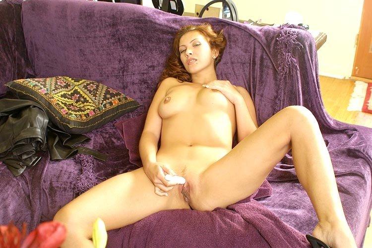 Мастурбирующая - Порно фото галерея 119068