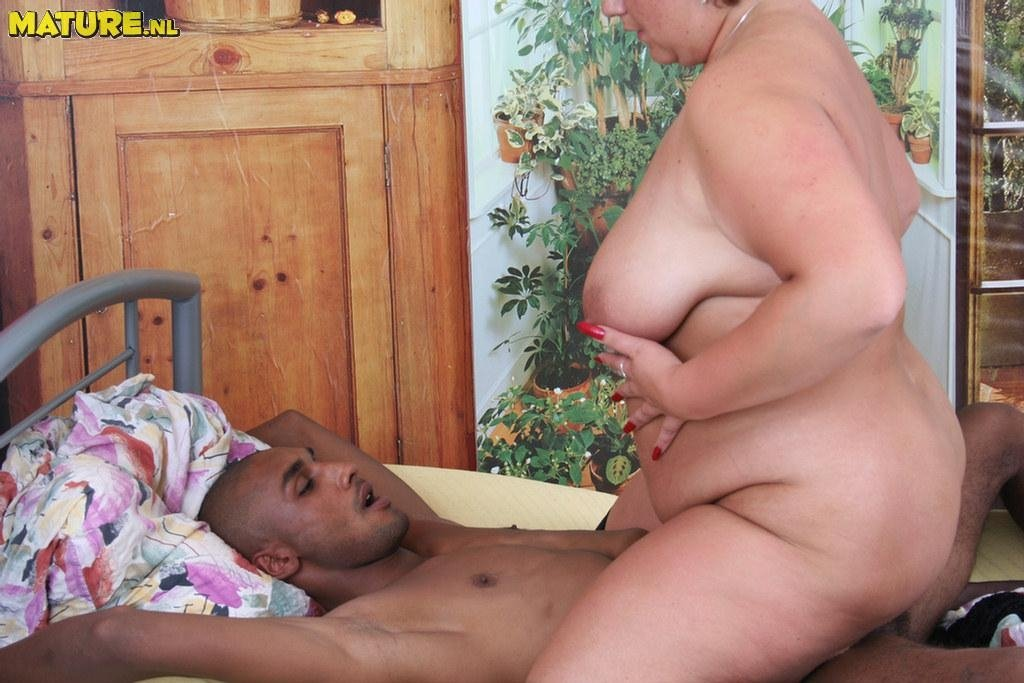 Толстая зрелая женщина - Порно фото галерея 268875